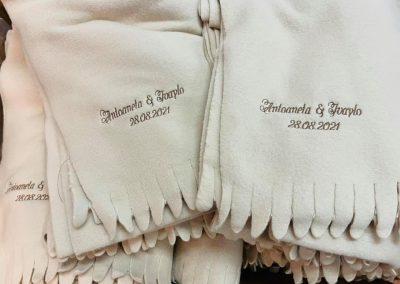 Поларени одеяла за сватба с бродерия